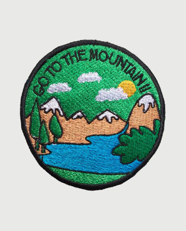 Parche bordado circular Go to the Mountain