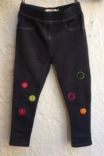 Pantalón personalizado con parches bordados de letras