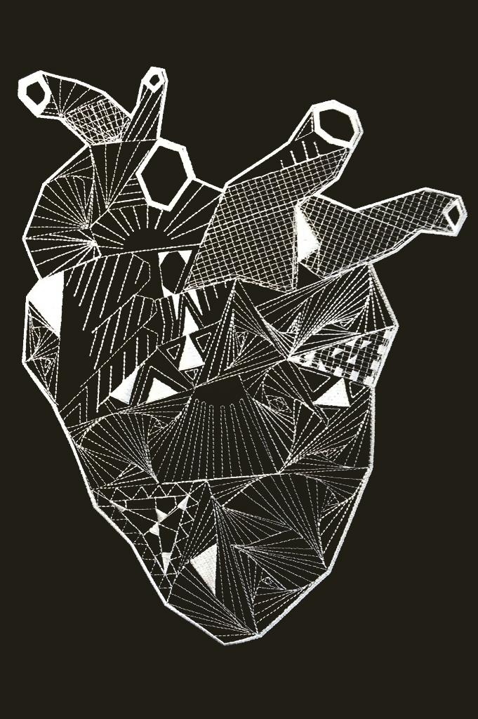 Corazón bordado para Avechucho malasaña