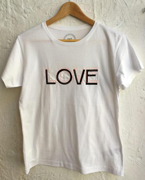 Camiseta en estampación textil y bordado