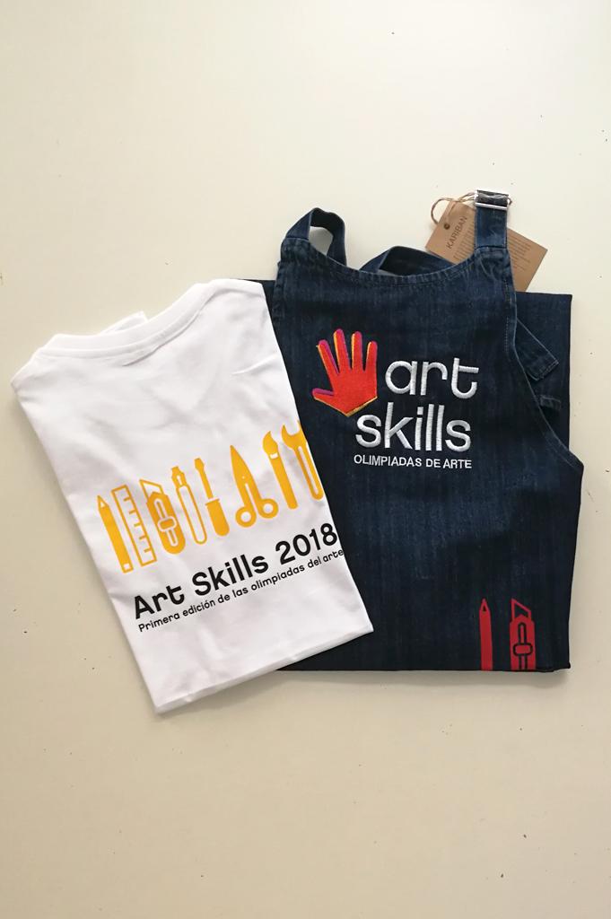 Delantales bordados para Art Skills