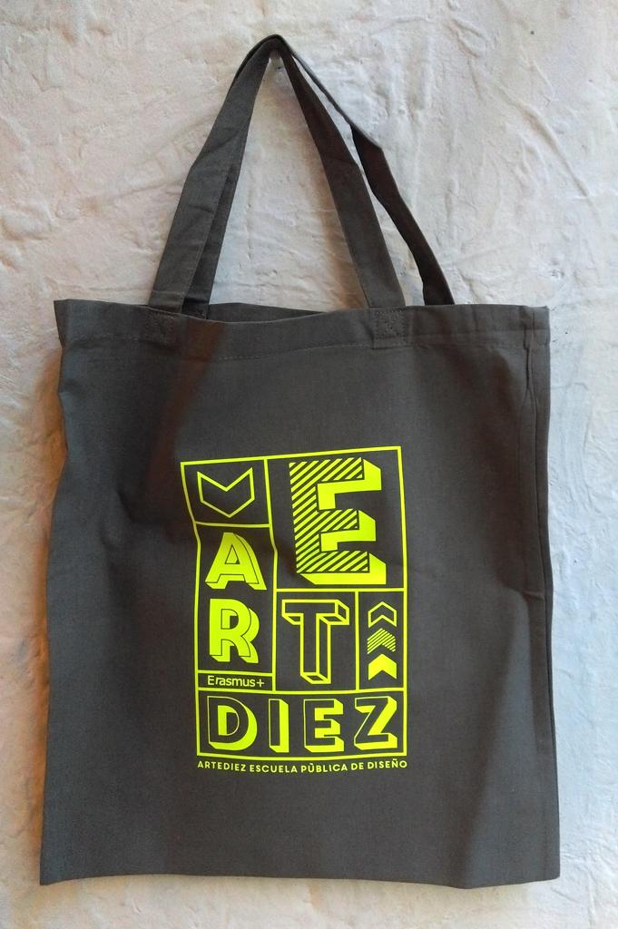 Bolsas estampadas para la escuela de diseño artediez de Madrid